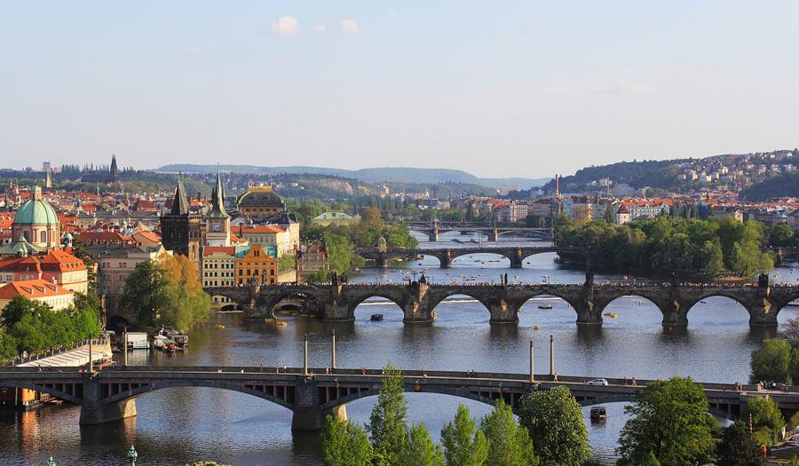 Prague-bridg